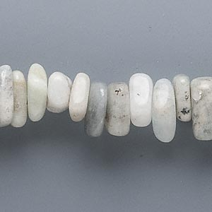 bead, aquamarine (heated), extra-large chip, mohs hardness 7-1/2 to 8. sold per 16-inch strand.