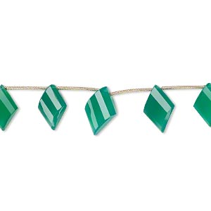 bead, green onyx (dyed), 15x10mm-18x12mm graduated hand-cut top-drilled faceted twisted diamond, b+ grade, mohs hardness 6-1/2 to 7. sold per pkg of 5 beads.