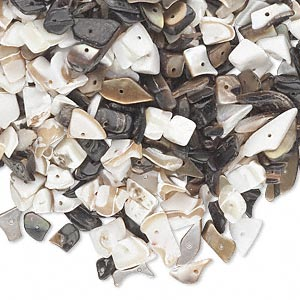 bead mix, mother-of-pearl and brown lip shell (natural / bleached), small to extra-large chip, mohs hardness 3-1/2. sold per 1-1/2 pound pkg, approximately 1,550-1,620 beads.