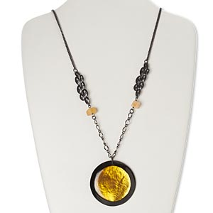 necklace, quartz / mother-of-pearl shell (dyed / coated) / resin / gunmetal-finished copper, black / yellow / orange, 55mm round, 22 inches with 2-inch extender chain and lobster claw clasp. sold individually.