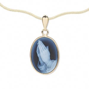 pendant, agate (dyed) and 14kt gold, blue and white, 18x13mm single-sided oval cameo with praying hands™. sold individually.