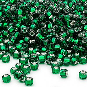 seed bead, dyna-mites™, glass, silver-lined translucent emerald green, #6 round with square hole. sold per 40-gram pkg.